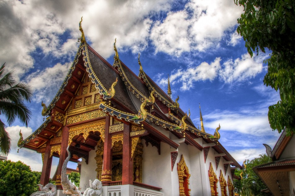A photo of the wat chang taem temple in Chiang Mai Thailand under a beautiful sunny day.