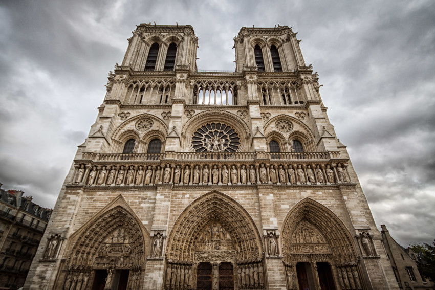 The distortion makes the Notre-Dame cathedral more imposing.