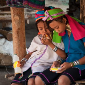Kayan 'Long-Neck' Gamer Girls ~ Thailand