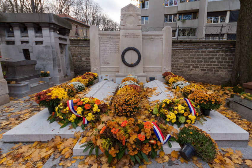 A memorial to hospital and medical staff fallen for their country during wars in the pere lachaise cemetery in paris.